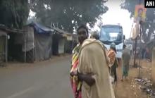 Cha cõng thi thể con gái 15 km từ bệnh viện về nhà