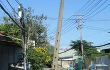 Cột điện chực ngã