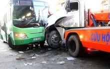 Xe container tông xe buýt, hơn 10 người bị thương