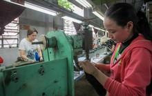 Giảm lương hưu lao động nữ: Chính sách thụt lùi