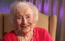 Ca sĩ Dame Vera ra album mừng tuổi 100