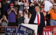 Mừng 100 ngày nhậm chức, Tổng thống Trump lại xỉa xói báo chí