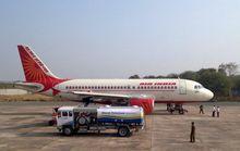 Nợ ngập đầu, Air India cho khách phổ thông ăn chay