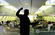 Đi máy bay Hàn Quốc, coi chừng dây thừng và còng tay