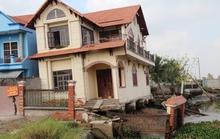 Kinh hãi 27 căn nhà sắp tuột xuống sông Sài Gòn!