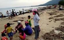 Giải cứu cá voi bị mắc cạn