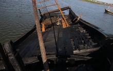 Sau tiếng nổ lớn, 2 tàu cá bị thiêu rụi