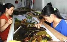 'Vẽ' chân dung Bác Hồ bằng đường kim mũi chỉ