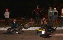 8 xe máy tông nhau, 5 người nhập viện