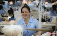 [eMagazine] - Ngỡ ngàng trước sự thần tốc của nữ công nhân khuyết tật