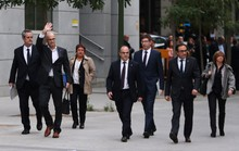 Tây Ban Nha bắt giữ 8 cựu quan Catalonia