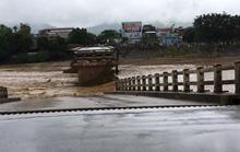 1 phóng viên tác nghiệp ở Yên Bái bị lũ cuốn mất tích cùng 3 người dân