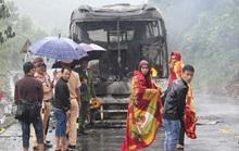 Xe khách lại cháy trơ khung trên đường Hồ Chí Minh