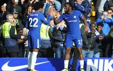 Giúp Chelsea thoát hiểm, Batshuayi đá xoáy HLV Conte
