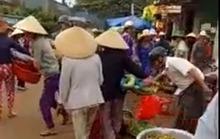 Cứ nghèo là biến đường thành chợ?