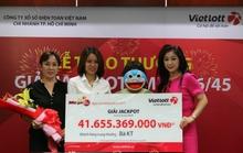 Nghệ sĩ Thoại Mỹ bán vé số Vietlott thu hơn chục triệu mỗi ngày