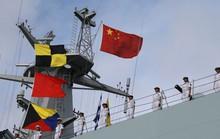 Người nhái Nhật Bản bám sát tàu chiến Trung Quốc