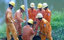 Bảo vệ lưới điện mùa mưa bão