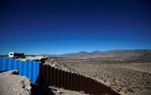Ông Trump đòi tiền xây tường, người nhà phản đối