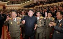 Triều Tiên khoe ảnh ông Kim Jong-un tươi cười tổ chức đại tiệc