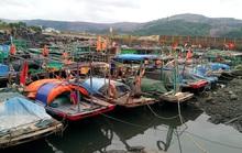 Hơn 5.000 khách du lịch mắc kẹt trên các đảo ở Quảng Ninh
