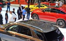 Nhập khẩu ô tô và điện thoại di động tăng mạnh