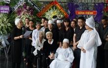 Đông đảo nghệ sĩ tiễn biệt PGS - NS Ca Lê Thuần