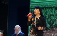 Ca sĩ Hương Lan xúc động trong đêm Tình ca Bắc Sơn