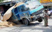 Kinh hãi hố sâu nuốt chửng xe ben ở TP HCM