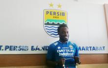 Essien bất ngờ khoác áo CLB nhà giàu Indonesia
