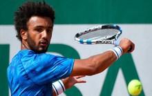 Cưỡng hôn phóng viên, bị loại vĩnh viễn ở Roland Garros