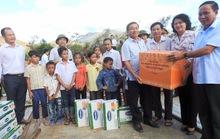Vinamilk tặng sữa cho trẻ em vùng lũ