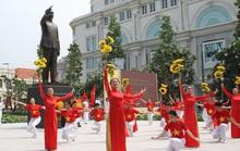 TP HCM bảo dưỡng định kỳ tượng đài Chủ tịch Hồ Chí Minh
