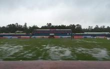 Hoãn trận Quảng Nam - Than Quảng Ninh, cầu thủ Khánh Hòa khóc sau bão