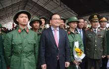 Bí thư Hà Nội xúc động chia tay thanh niên tòng quân
