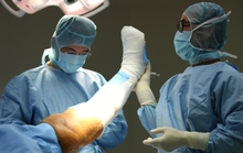 Bệnh nhân nước ngoài sang Việt Nam thay khớp gối