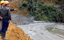 Rãnh thoát nước đập thải quặng thiếc được đắp bằng đất
