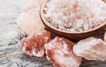 Vì sao nhà giàu thích tích trữ muối, đặc biệt đặt ở góc nhà?