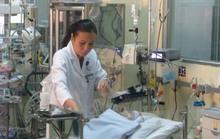 Gần 10 chuyên khoa cùng cứu bé sơ sinh