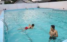 Học sinh chết đuối tại hồ bơi giữa thành phố
