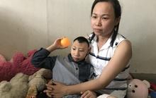Người cha nuôi 2 con bị bại não xin lỗi các mạnh thường quân