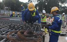 Chủ tịch UBND TP HCM chúc Tết, lì xì cho công nhân thi công metro