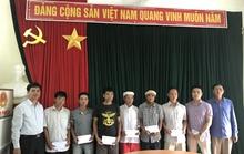 Trao tặng 105 triệu đồng của bạn đọc Báo Người Lao Động hỗ trợ người dân Mường La