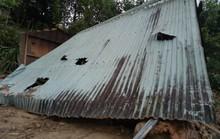Sạt lở núi kinh hoàng, người dân 2 thôn suýt bị chôn sống