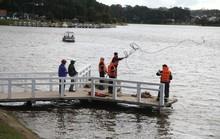 Tích cực tìm kiếm 1 phụ nữ nghi nhảy hồ Xuân Hương tự tử
