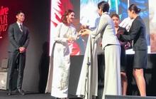 Ninh Dương Lan Ngọc nhận giải thưởng tại Hàn Quốc