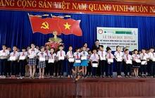 Trao 1.200 suất học bổng cho học sinh nghèo, hiếu học
