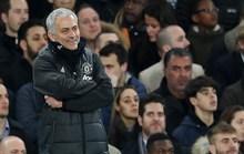 Mourinho nổi nóng, cười nhạt ngày Man United mất ngôi