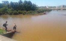 Sông Cu Đê tiếp tục đục ngầu kèm theo hiện tượng cá chết