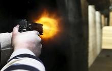 Đi ô tô nổ súng vào xe taxi, 2 thanh niên trọng thương